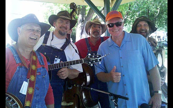 Huell Howser and musicians. Alameda County Fair, Pleasanton
